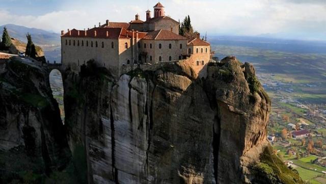 meteora-classical_greece_wine_tours