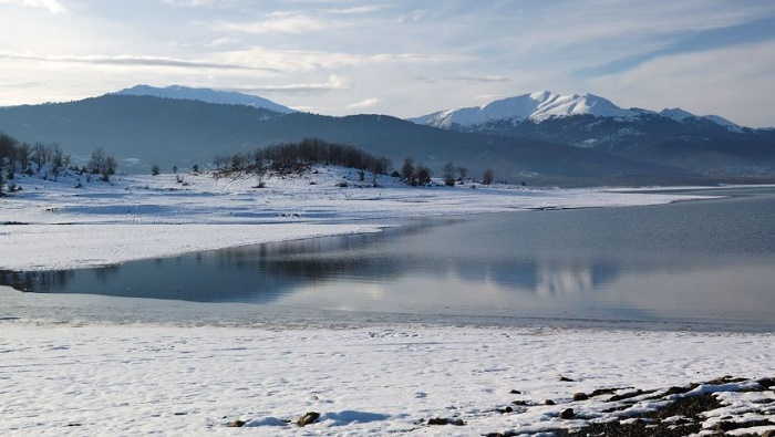 Plastira-lake-snow